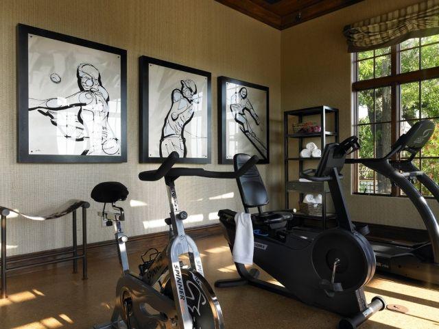 fitnessstudio deko gerahmte bilder sportarten schwarz weiss fitnessraum pinterest. Black Bedroom Furniture Sets. Home Design Ideas