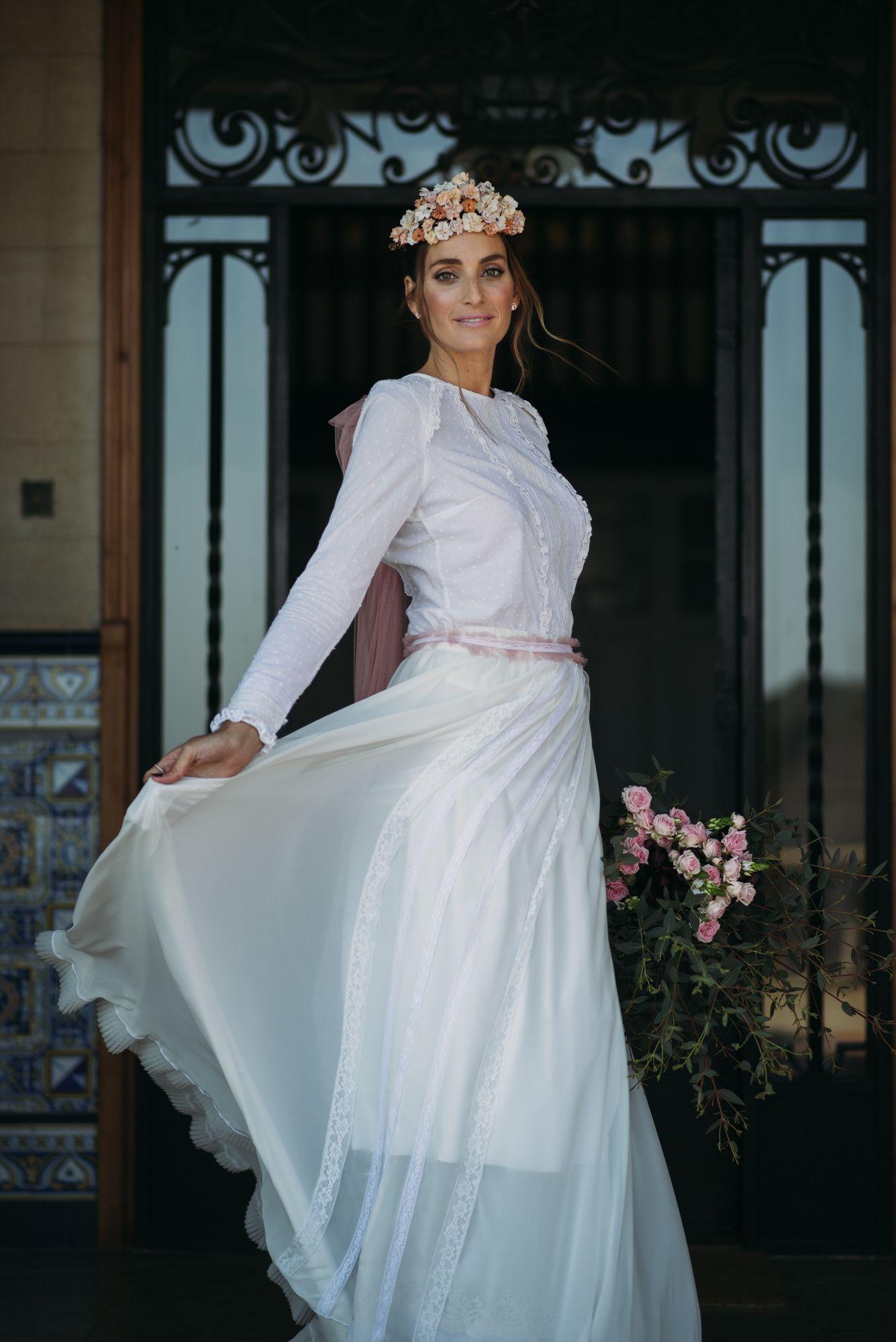 Una novia vintage en rosa empolvado | Novias vintage, Novios y Rosas
