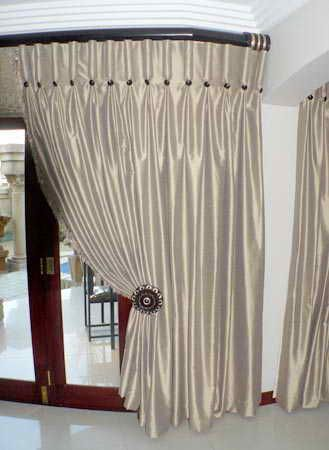 How To Use A Heading Tape To Make A Goblet Pleat Heading Curtain Styles Curtain Designs Curtains