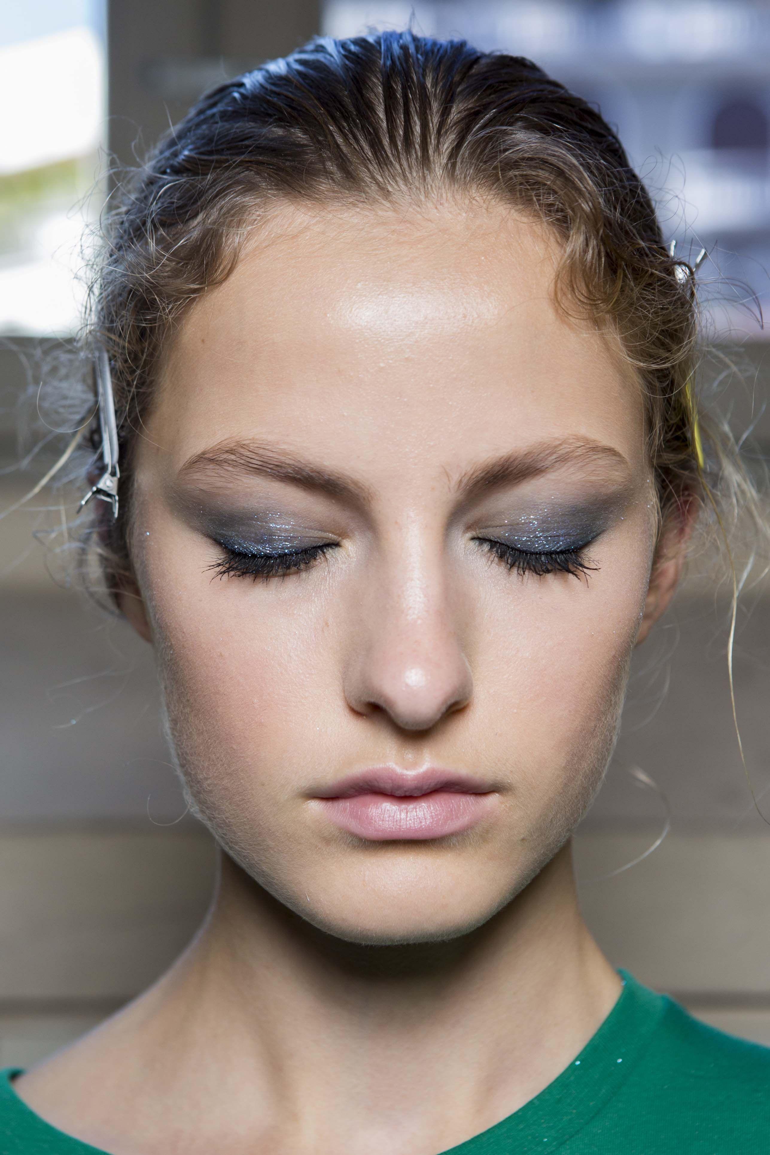 foto How to Wear Glitter Makeup—Like anAdult