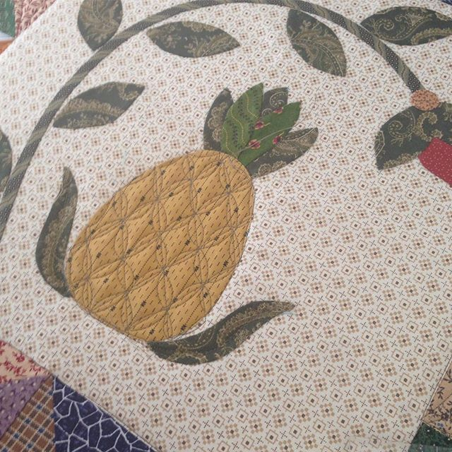 Adding some texture to my applique  befit quilting the background