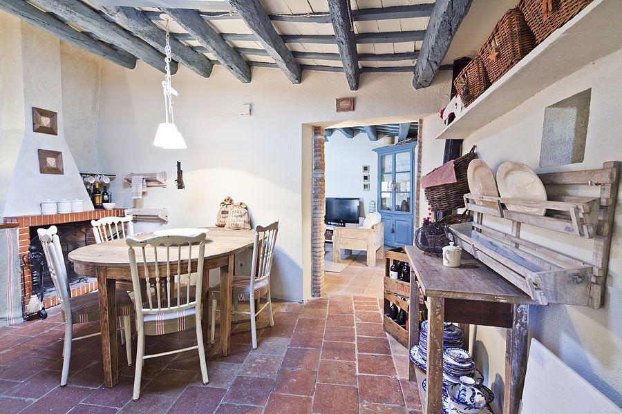 CASA EN EL EMPORDA CON MUCHO ENCANTO , decoradora JUDITH FARRAN : Cocinas de estilo rústico de Home Deco Decoración. https://www.homify.es/libros_de_ideas/26520/lo-espectacular-del-diseno-rustico
