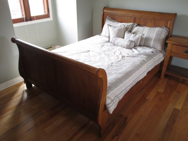 Broyhill Attic Heirlooms Oak Sleigh Bed Estate Sale From Incredible Cumberland Home 1580 Stackhouse Court Cumberland Heirloom Furniture Home Decor Furniture