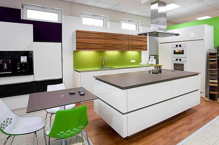 Moderne Küchen Mit Kochinsel Frische Grün Weiße Möbel  · Kleine Küchen Mikrowelle