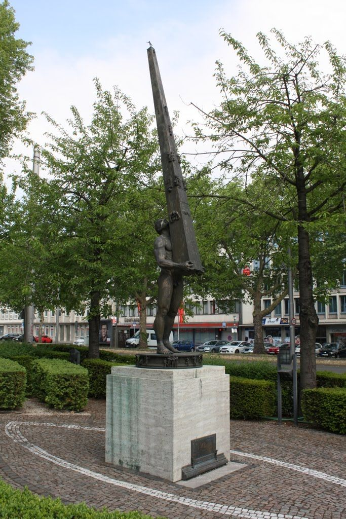 Kassel Kunst im Garten der ehemaligen Filiale Kassel der