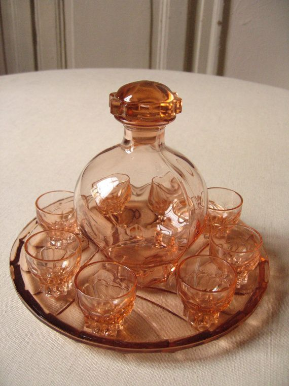service liqueur en verre de d pression rose carafe. Black Bedroom Furniture Sets. Home Design Ideas