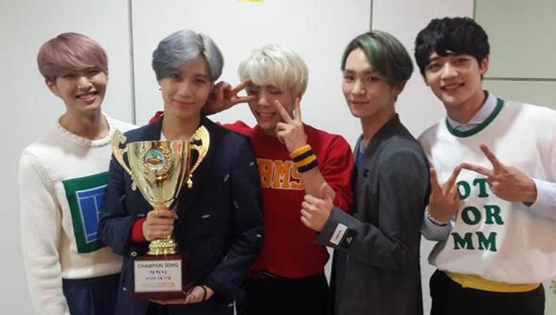 View' SHINee taking home the trophy from 'Show Champion