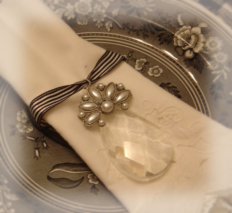 http://acottageindustry.typepad.com/photos/uncategorized/2008/01/18/napkin_rings_0071.jpg
