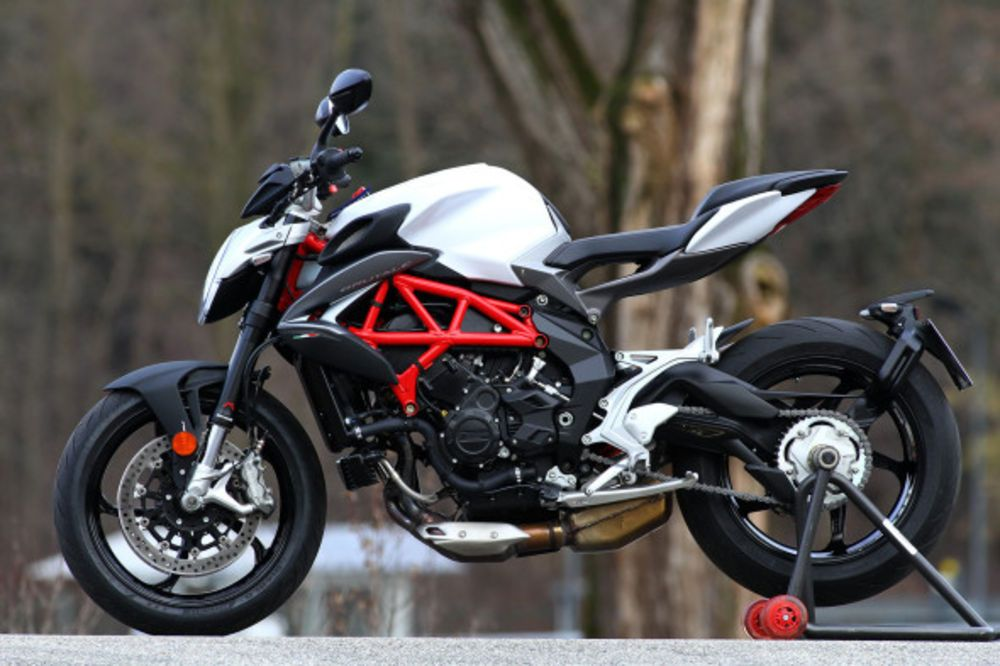 2016 MV Agusta Brutale 800 static side view