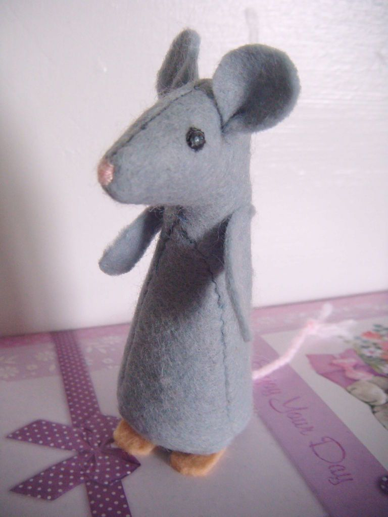 Simple Mouse Halloween Costume: I'm ALWAYS Looking For Christmas