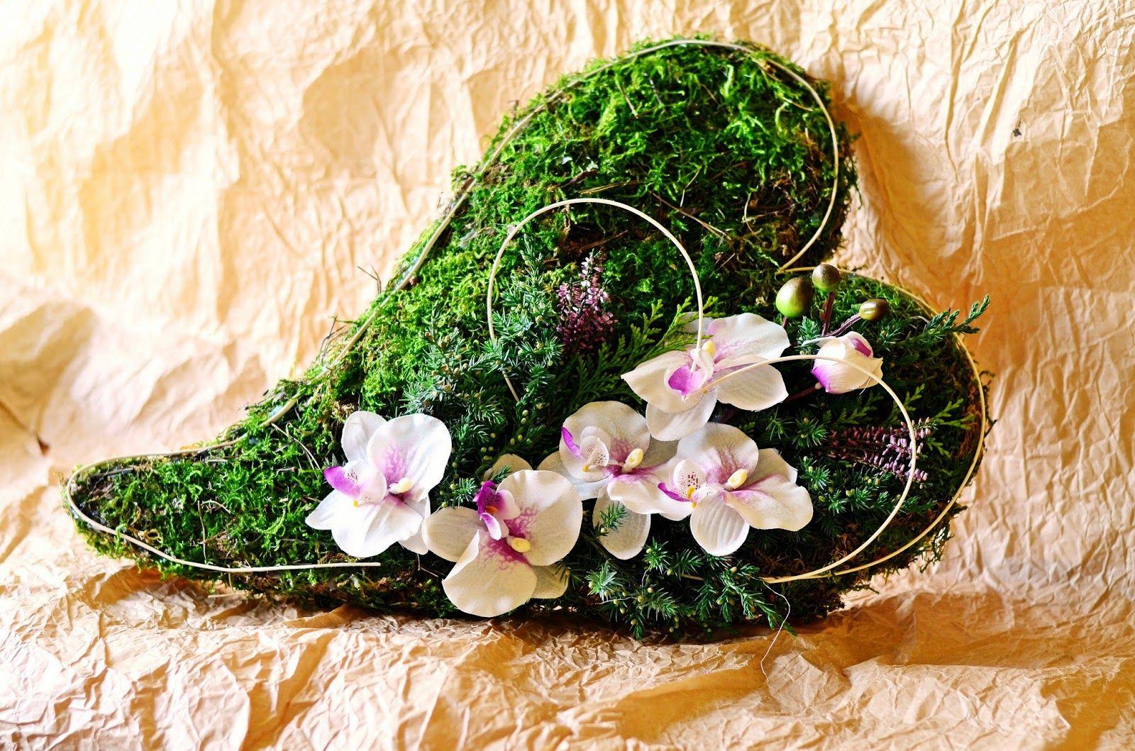 Jak Zrobic Serce Z Mchu Na Cmentarz I Sposob Na Dynie W Kwiatach Wreaths Floral Wreath Floral