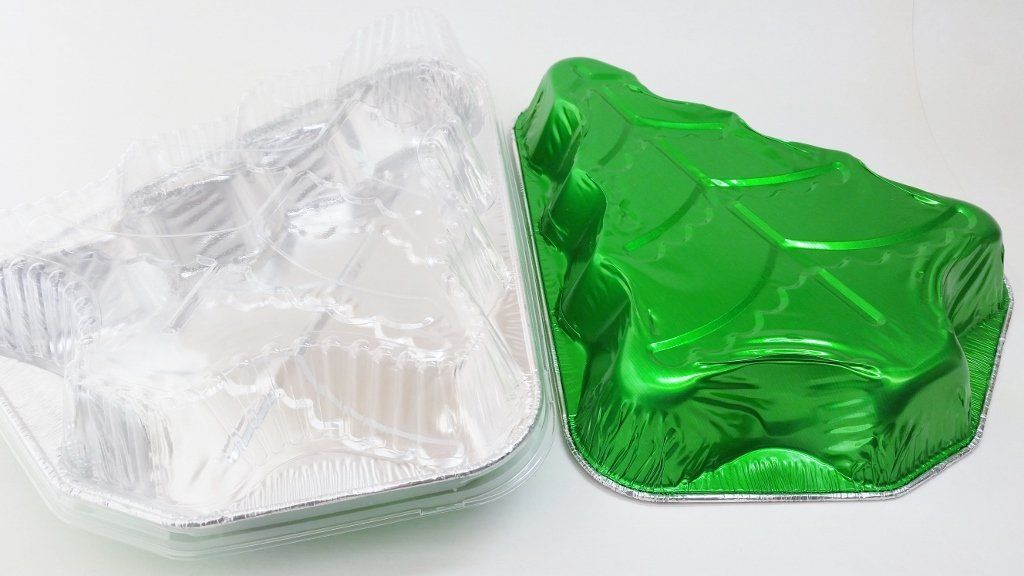 Disposable aluminum christmas tree cake pan with clear