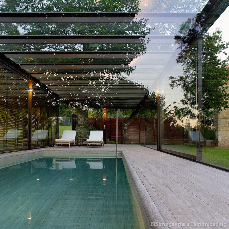 Piscina cubierta en calo tect nicablog piscinas for Casa de campo con piscina privada