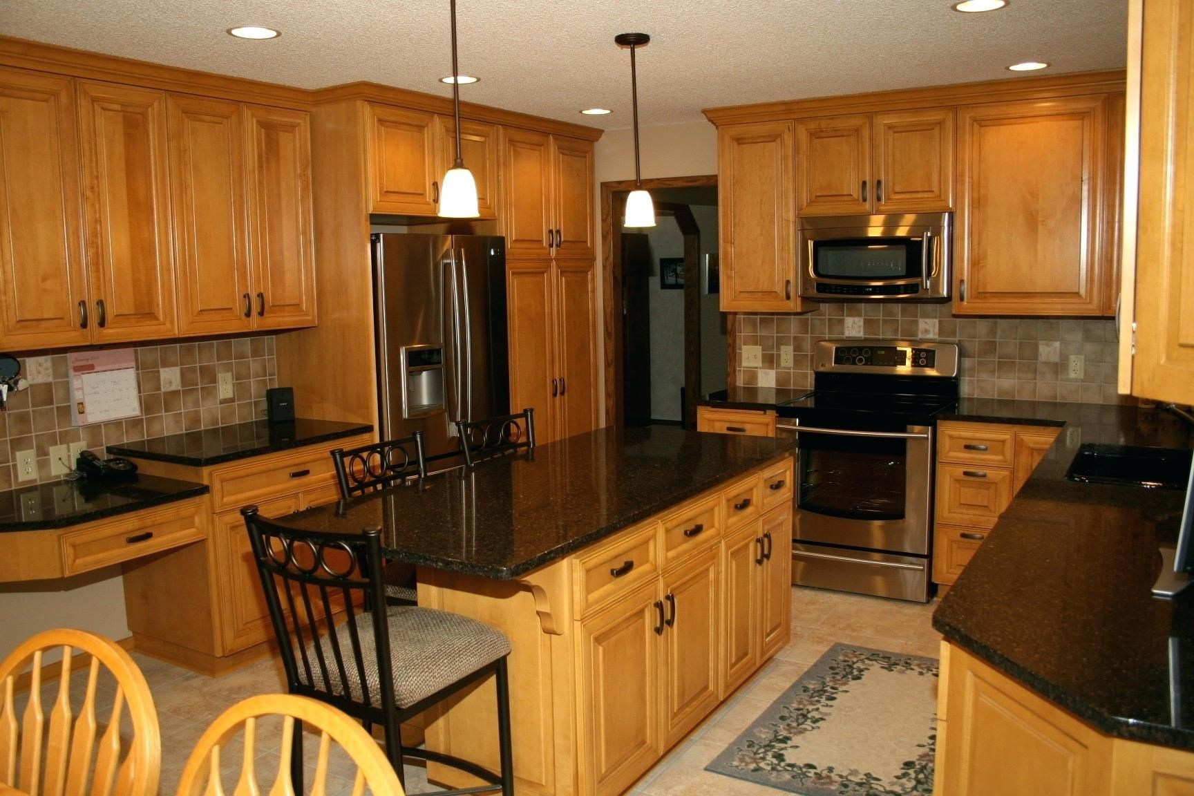 Kitchen Remodel Idea With Honey Oak Cabinets Using Black Granite Countertops And Stainless Appliances Jpg Maple Kitchen Cabinets Oak Kitchen Honey Oak Cabinets