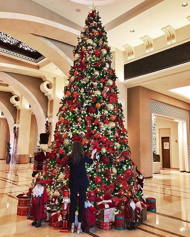 Enjoy The Christmas Celebrations At Fairmont The Palm Thingstodoindubaicity By Fashioni Elegant Christmas Decor Christmas Tree Goals Christmas Tree Inspo