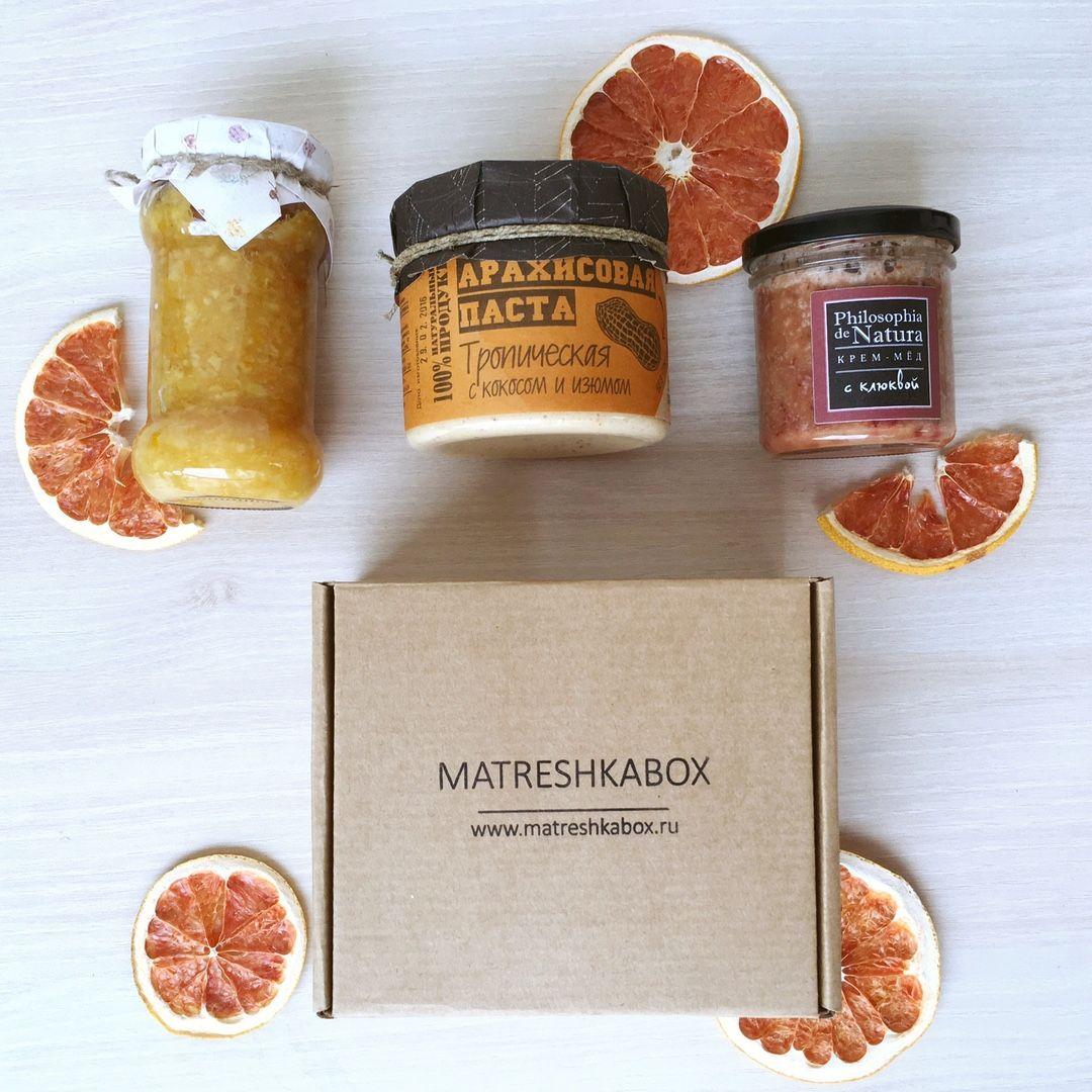 Варенье, арахисовая паста, крем-мед порадуют любого гурмана! Но главное, что все эти сладости не навредят здоровью! Ведь все они выполнены из натуральных продуктов по оригинальным рецептам! В наших вкусных подарочных коробочках!  ☝️Сейчас у вас есть получить эти вкусности от нас в подарок совершенно бесплатно! Подробности vk.com/matreshkabox ☝️   #gifts #handmade #gift #matreshkabox #подарок #подарки #giftbox #длянего #чтоподарить #длянее #кэроб #даримподарки #розыгрыш #акция…