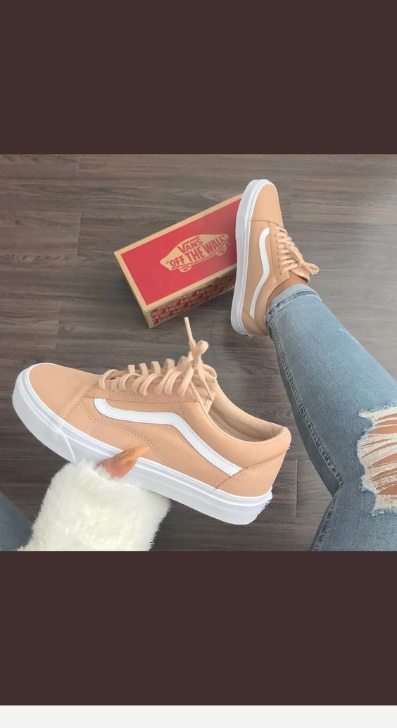 Beige and white sneakers | Vans shoes fashion, Outfit shoes ...