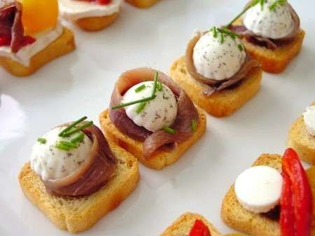 Fotos de canap s gourmet y bocadillos para eventos for Cheap wedding canape ideas