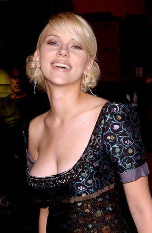 Scarlett johansson side boob video