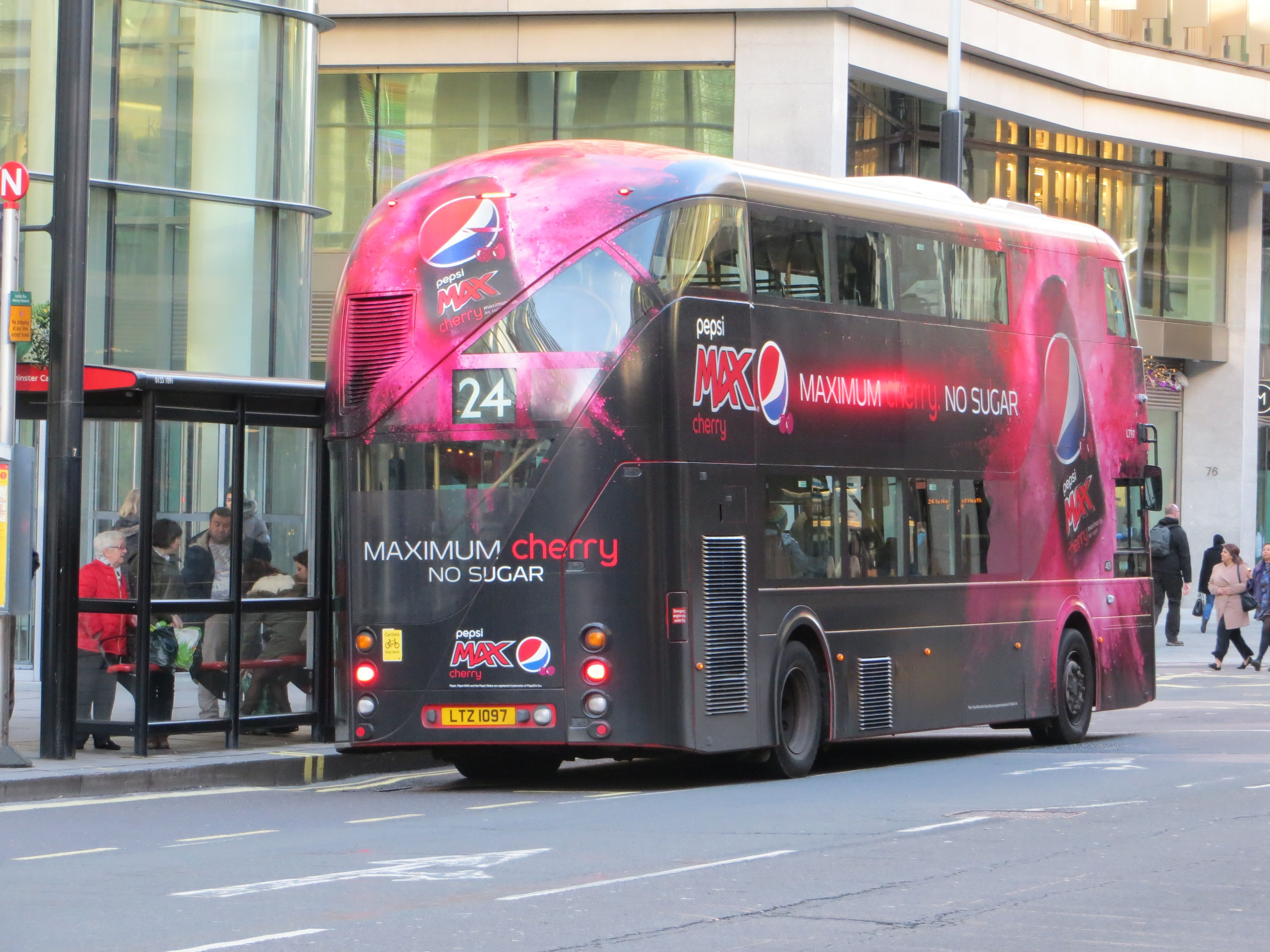 New Bus For London In Victoria Street New Bus London Bus New Routemaster