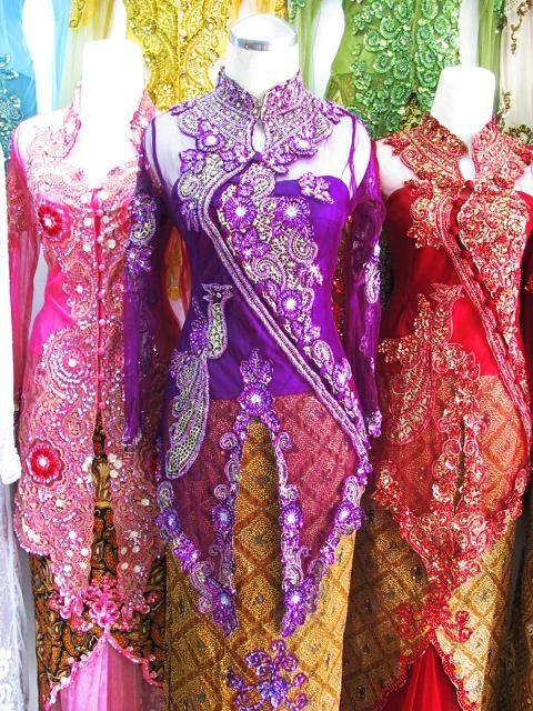 Model Busana Batik Kebaya Modern Unik