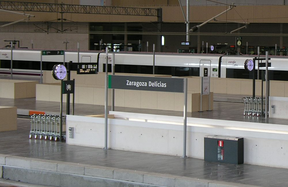 Reloj Festina - Bodet estación de trenes de Zaragoza, España.