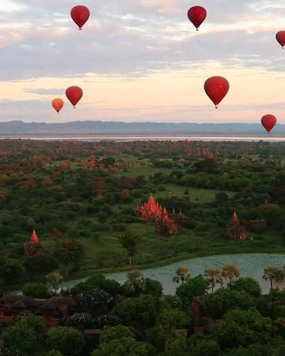 Have you ever been in a hot air balloon? Comment Below! ❤👇🏻 ~ Amazing Video by: @tobyharriman ~ . #travel #traveler #travelgram #travelphotography #traveling #nature #naturelovers #wanderlust #naturephotography #myanmar #burma #hotairballoon #hotairballoons #sky #float #floating #discover #discovertravelexperience #instatravel #igdaily #ig_captures #ig_worldclub #earthpix #earthpics #vacation #traveldestination