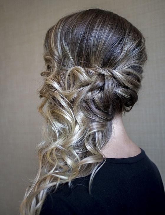 33 peinados para pelo rizado y tutoriales no te lo for Semirecogido rizado