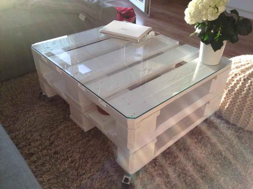 die besten 25 europaletten tisch ideen auf pinterest tisch aus europaletten tisch aus 2. Black Bedroom Furniture Sets. Home Design Ideas