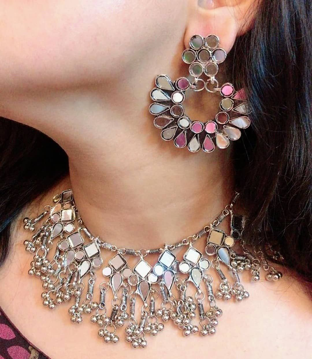BEAUTIFUL GLASS NECKLACE in 550 EARRINGS in 420  FULL SET in 750 DIRECT MASSAGE TO PLACE ORDER  GOOD QUALITY  NO COD  DELIVERY TIME 78 DAYS  PAYMENT MODE PAYTM PHONE PAY...