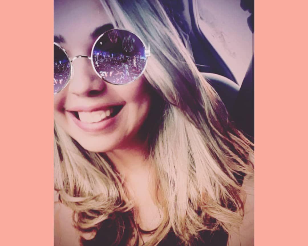Intensa por natureza, no riso e no amor 💓 . . . Melhor acessor: @mwr_photosdvd #mwrphotos #aredetop #acessoriamwr  #bomdia #goodmorning #buenosdias #fé #feemDeussempre #fenopai #photooftheday #pic #picture #shoes #highhels #lipsticks #instagood #picoftheday #photooftheday #color #all_shots #exposure #composition #focus #capture #moment #hdr #tendencias #moda #vestuario