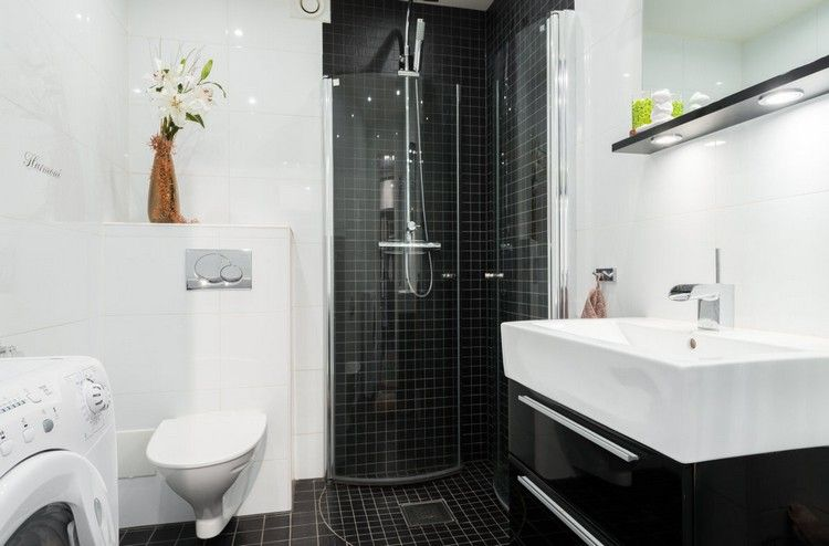 Kleines Bad In Schwarz Und Weiß Mit Eckdusche