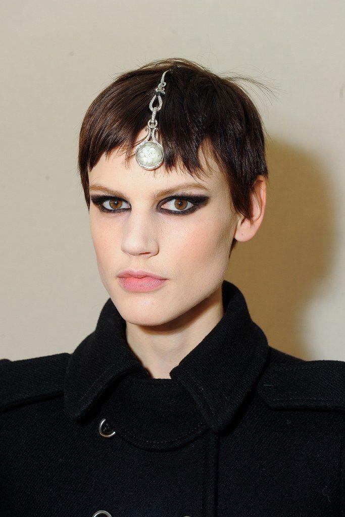 Chanel Pre-Fall 2012 Fashion Show Beauty