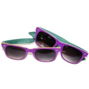 #RetrozonnebrilWoodstock   Lekker paraderen in het zonnetje, je groepen in de beste omstandigheden kunnen volgen, redenen genoeg om een zonnebril mee naar een festival te nemen.  http://www.festivalking.com/