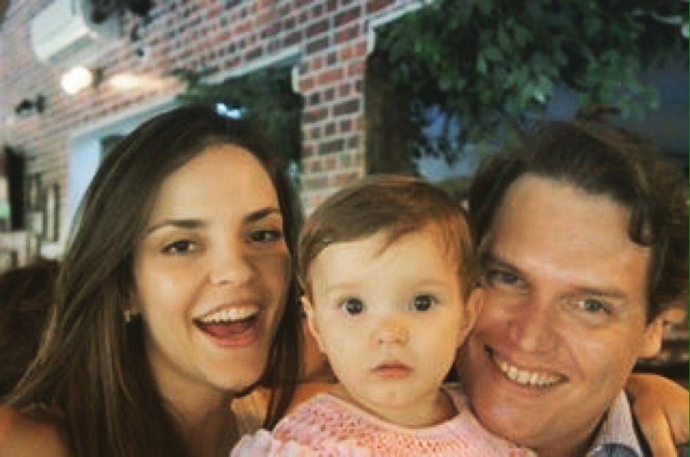 """Ter filhos com o marido, Marcelo, sempre foi o principal objetivo de vida da economista Heloisa Orsolini Albertotti, 32 anos. Por isso, ao receber o diagnóstico de câncer, ela não se preocupou com a doença, mas com a possibilidade de engravidar. Dois anos depois do tratamento, com exames que apontavam que ela não tinha mais...<br /><a class=""""more-link"""" href=""""https://catracalivre.com.br/geral/rede/indicacao/economista-engravida-apos-tratamento-de-cancer/"""">Continue lendo »</a>"""