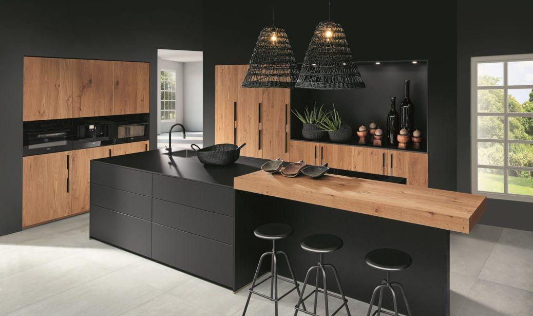 Industriële keuken met hout en zwart
