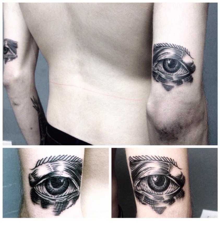 Epingle Par La Tulipe Noire Sur Tatouage Gravure Par Welle Frangette Tatouage Tatouage Gravure Salon De Tatouage