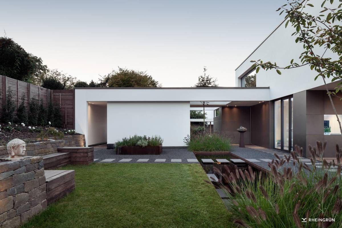 Hervorragend Exklusive Villa Mit Modernen Wasserbecken Aus Cortenstahl Und  Stimmungsvoller Gartenbeleuchtung