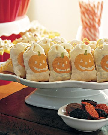 Takeaway Treats Bag, Holidays and Halloween ideas - halloween treat bag ideas