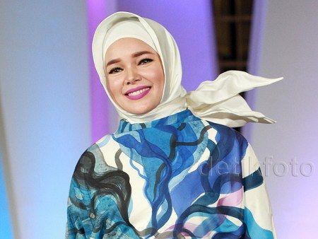 Model Baju Muslim Dewi Sandra