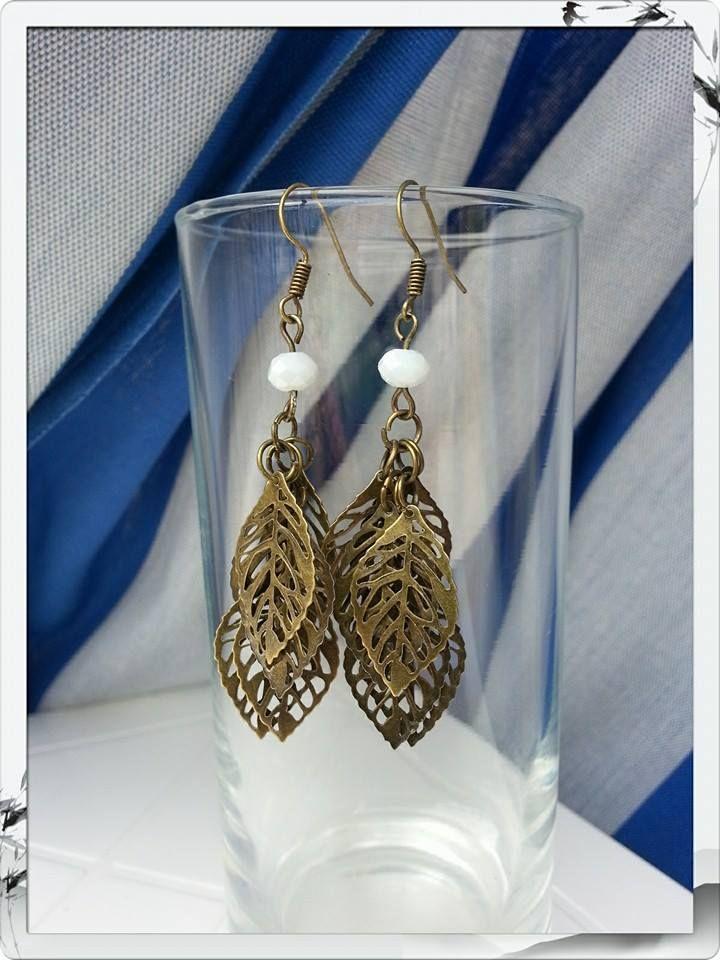 Orecchini foglie bronzo e perlina bianca