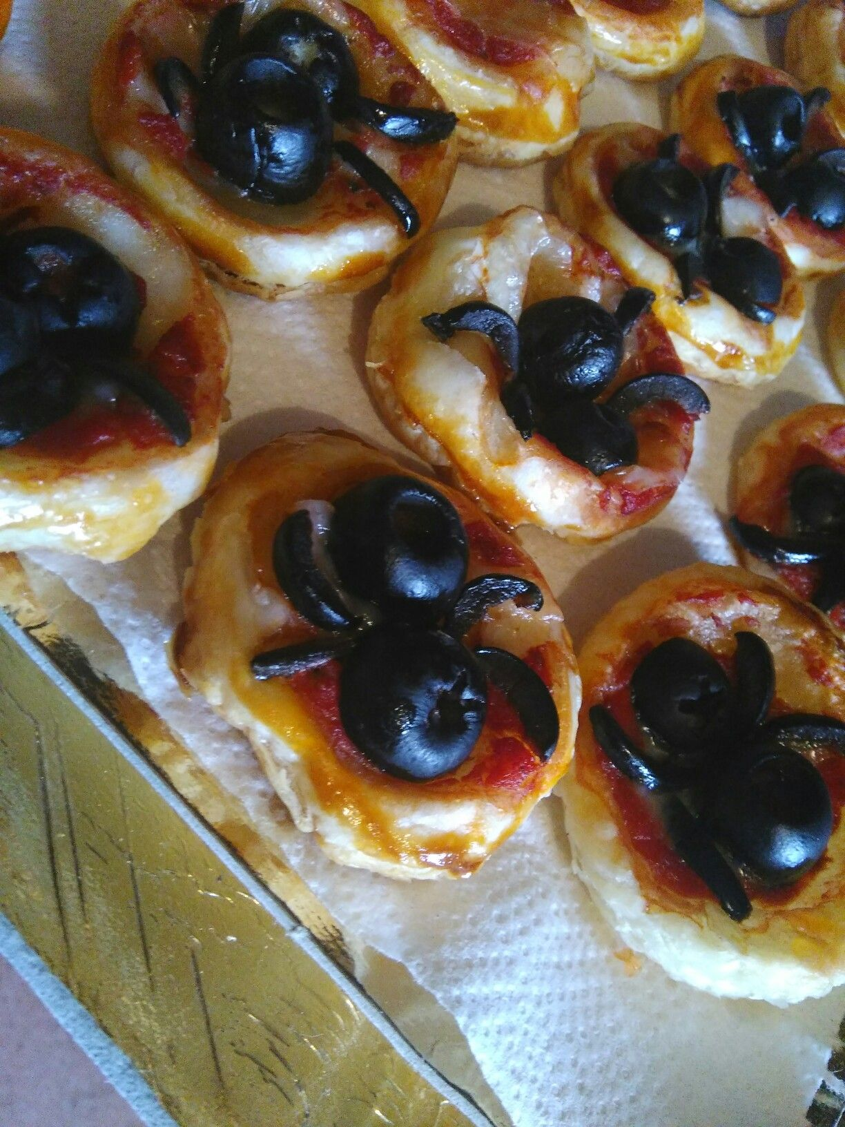 Halloween food - Spider Pizza
