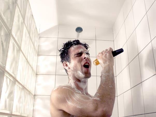 """¿Mientras te bañas eres más ocurrente? Aquí te decimos cuáles son las condiciones ideales para que """"se te prenda el foco"""" más seguido.  http://goo.gl/0aTGBx"""