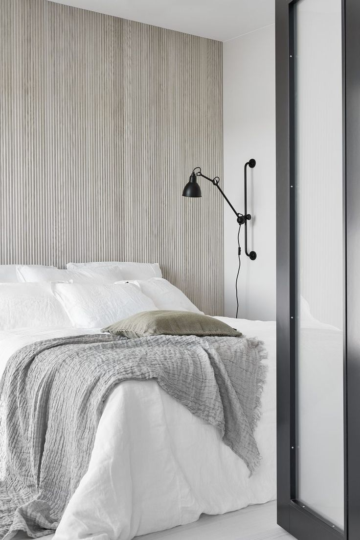 Bedroom - I like the wall..