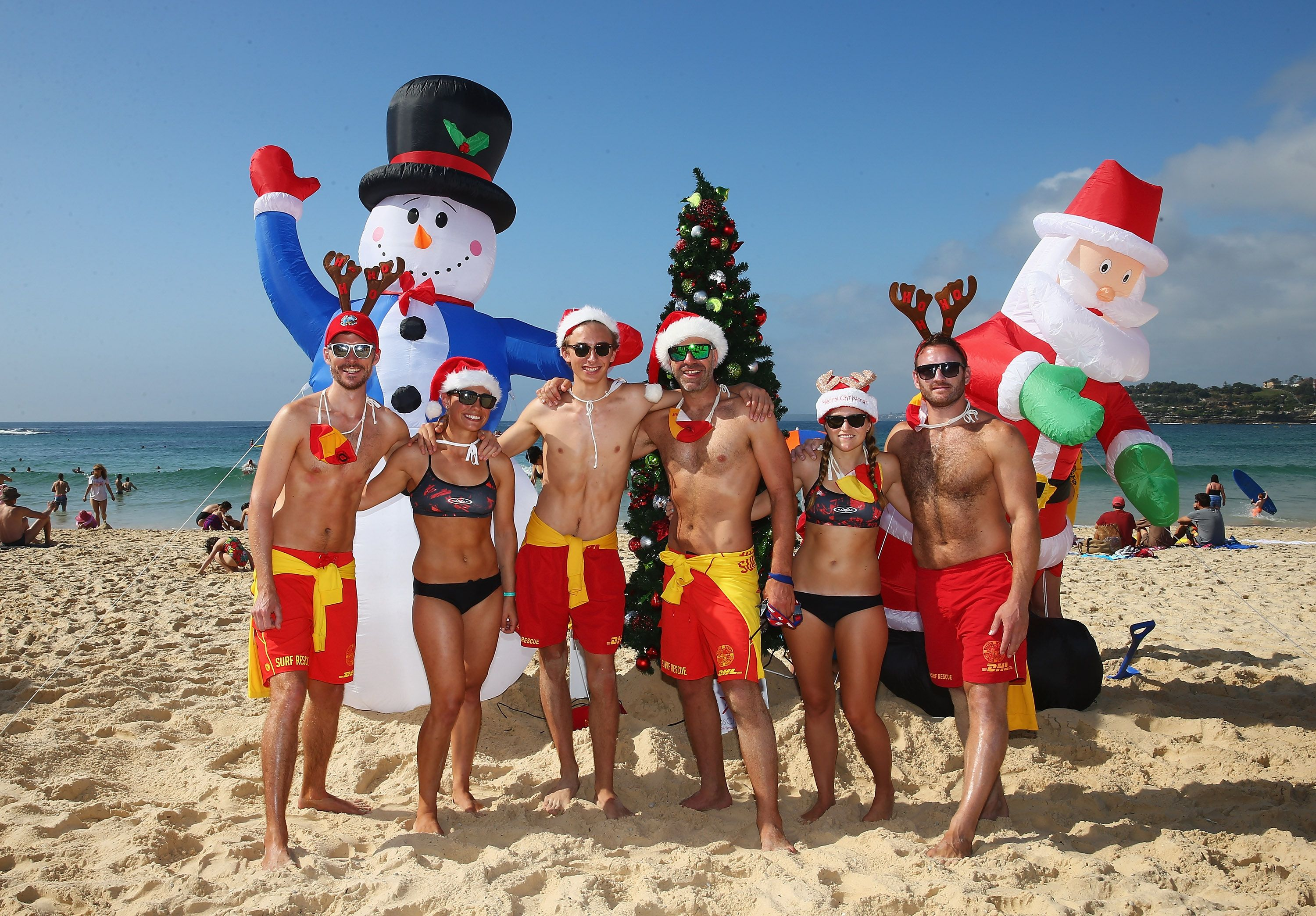 This Is What Christmas Looks Like Around The World | Christmas in australia, Aussie christmas, Beach christmas