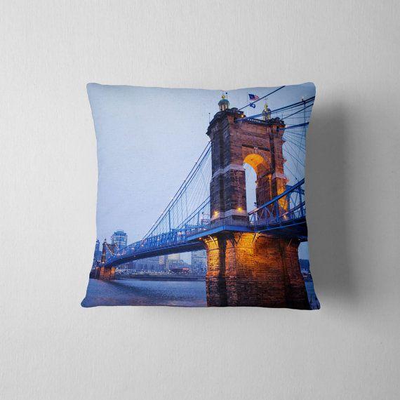 home decor cincinnati. Bleu Home Decor Cincinnati Suspension bleu jeter oreiller  d coratives Roebling Bridge taie