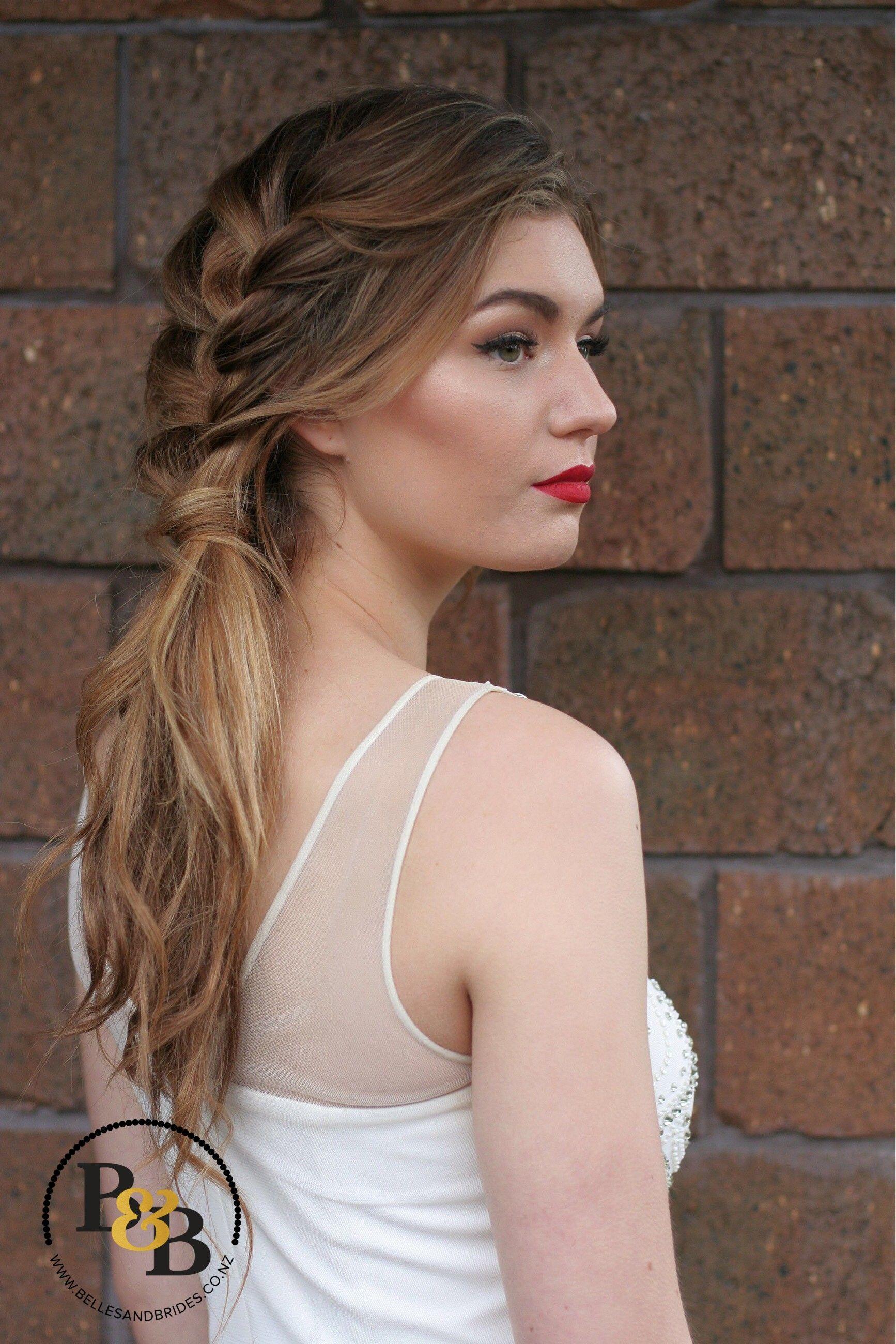 bridal makeup with red lip / winged liner bridal makeup / contour