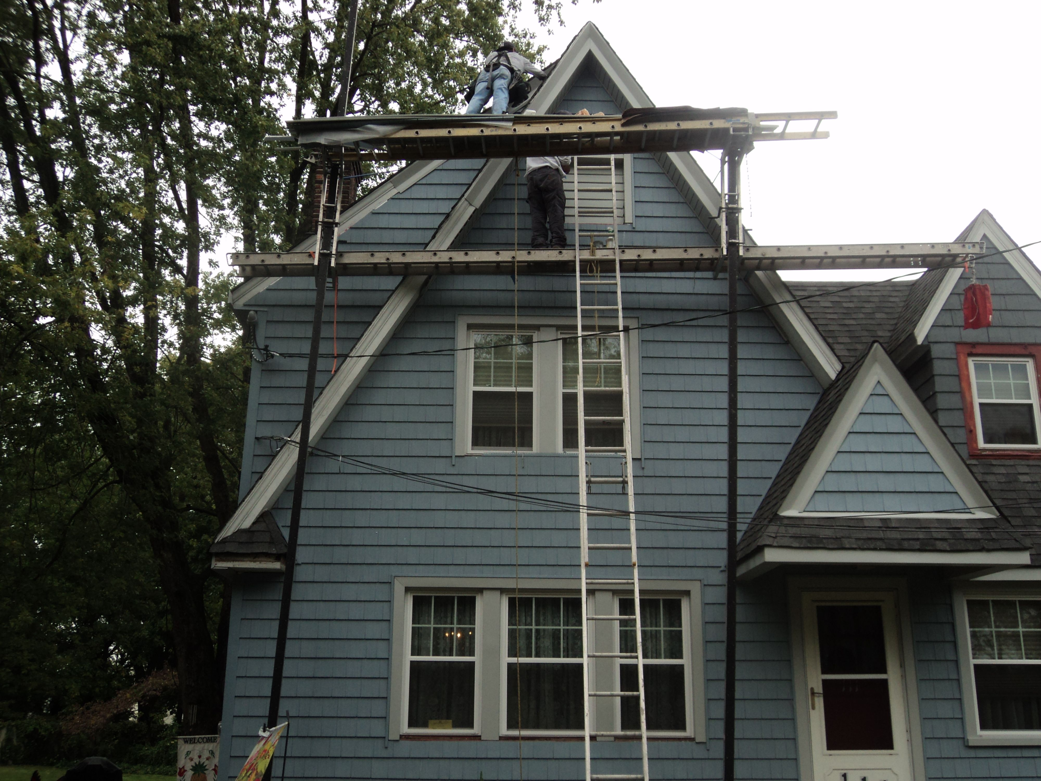 Why Edgewater Nj Homes Prefer Affordable Vinyl Siding 973 487 3704 Vinyl Cedar Shake Siding House Siding Types House Siding