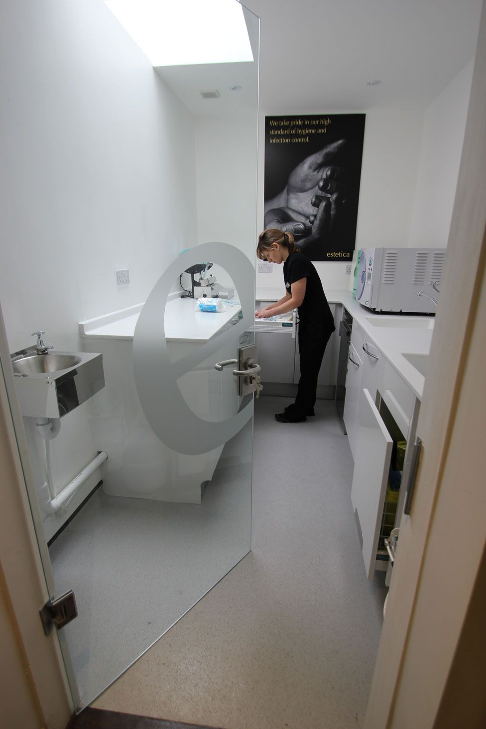 Decontamination Room Design: Equipment Team Help And Support