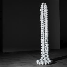 Double collier blanc by Jean-Michel Othoniel